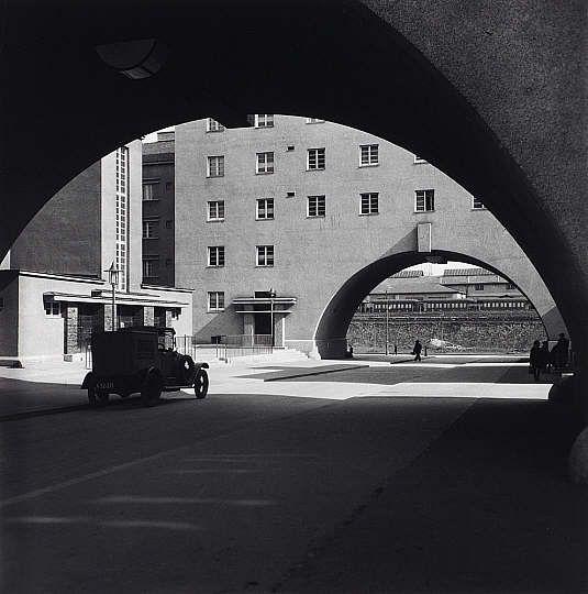 Edith Tudor-Hart Karl-Marx-Hof, Vienna (1932)