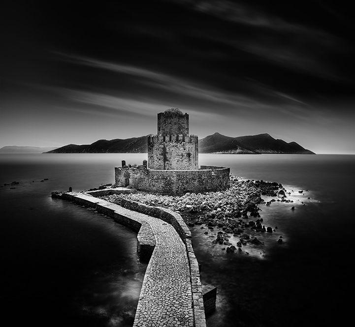 Tajomstvo a čaro krajiny ukryté v čiernobielych fotografiách