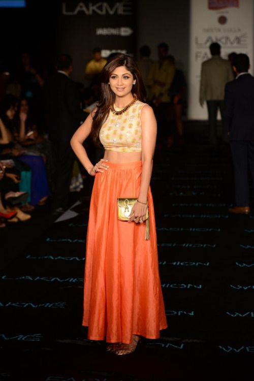 Shilpa Shetty looks chic in this crop top and tangerine skirt at ...