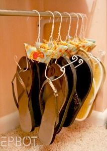 Wire Hanger Crafts hang sandals and thongs