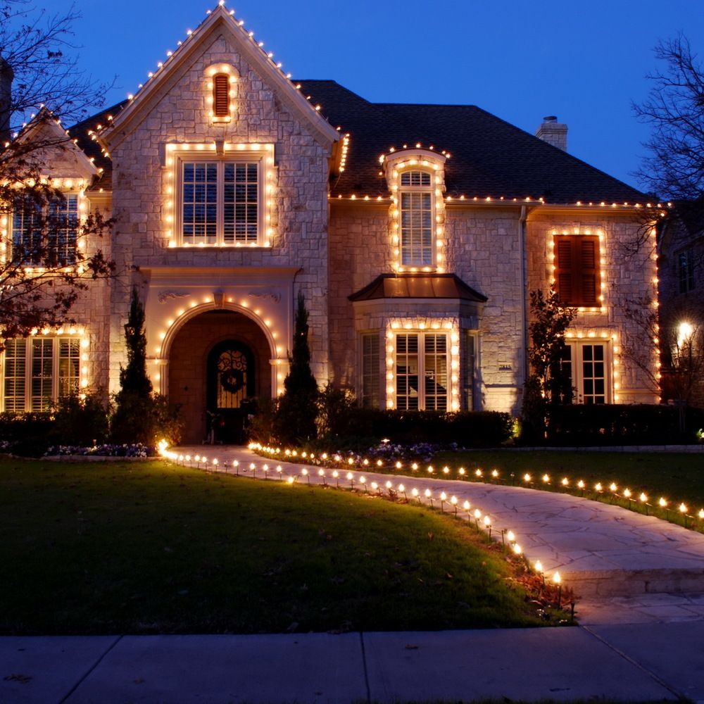 50 spectacular home christmas lights displays christmas - Large bulb exterior christmas lights ...