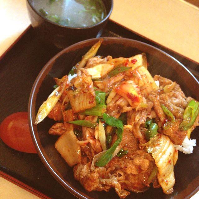 とん丼亭 - 料理写真:豚丼500円+スープ60円!美味くて安くて愛想もいいんだが、喫煙なのが個人的には合わない。