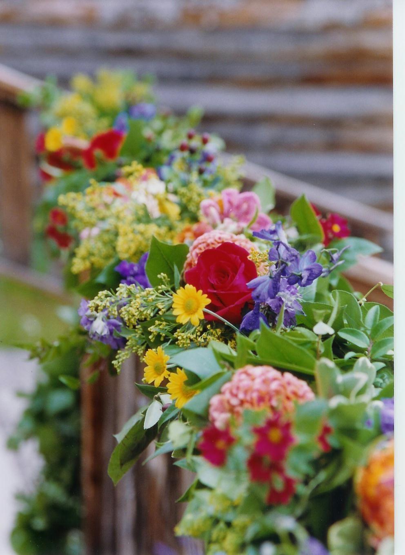 A Summer Garland Beautiful Flowers Pretty Flowers Flower Arrangements