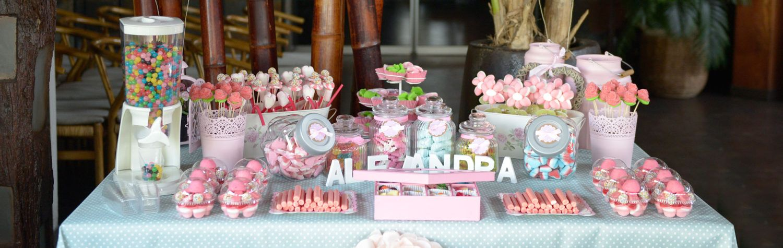 Un Candy Bar es una mesa para que tus invitados se sirvan las gominolas que ms les gustenEs una idea genial para bodas comunione