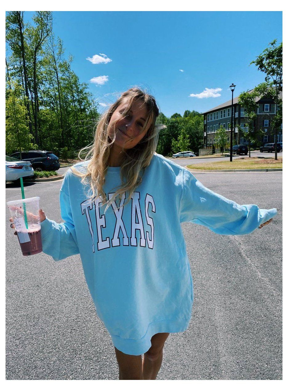 Baby Blue Texas Crewneck Champion Baby Blue Hoodie Championbabybluehoodie Baby Blue Texas Cr Cute Casual Outfits Cute Summer Outfits Fashion Inspo Outfits [ 1272 x 936 Pixel ]