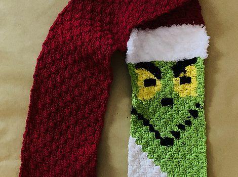 Fabulous Crochet Grinch Scarf Pattern To Stay Warm This Winter #grinchscarfcrochetpatternfree