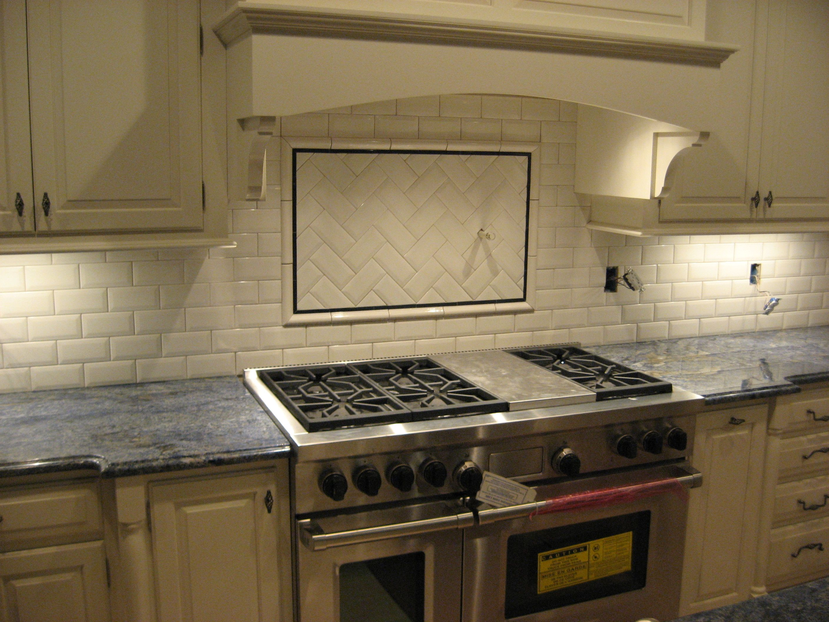 White Subway Tile 3x6 With Chair Rail And A Blue Accent 1 2x6 Liner Bar Inside Frame