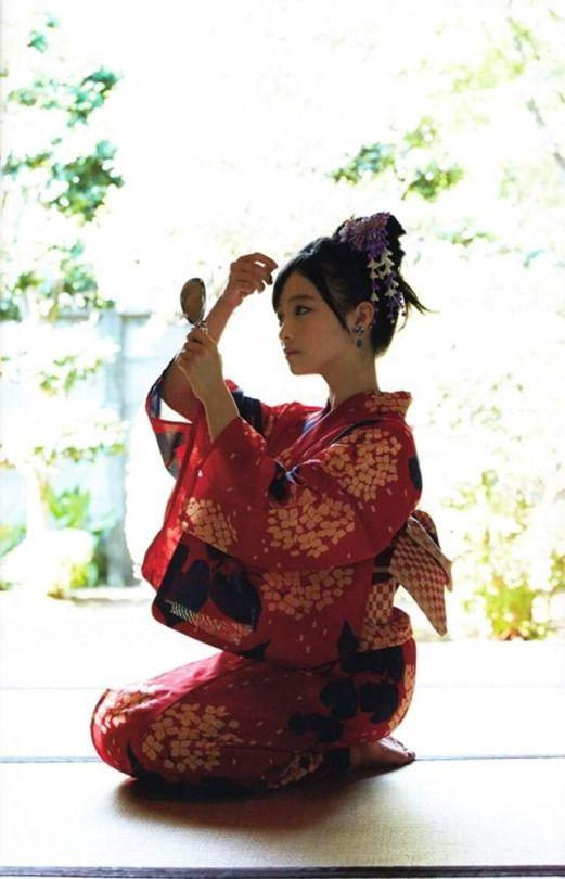 Kanna Hashimoto in yukata