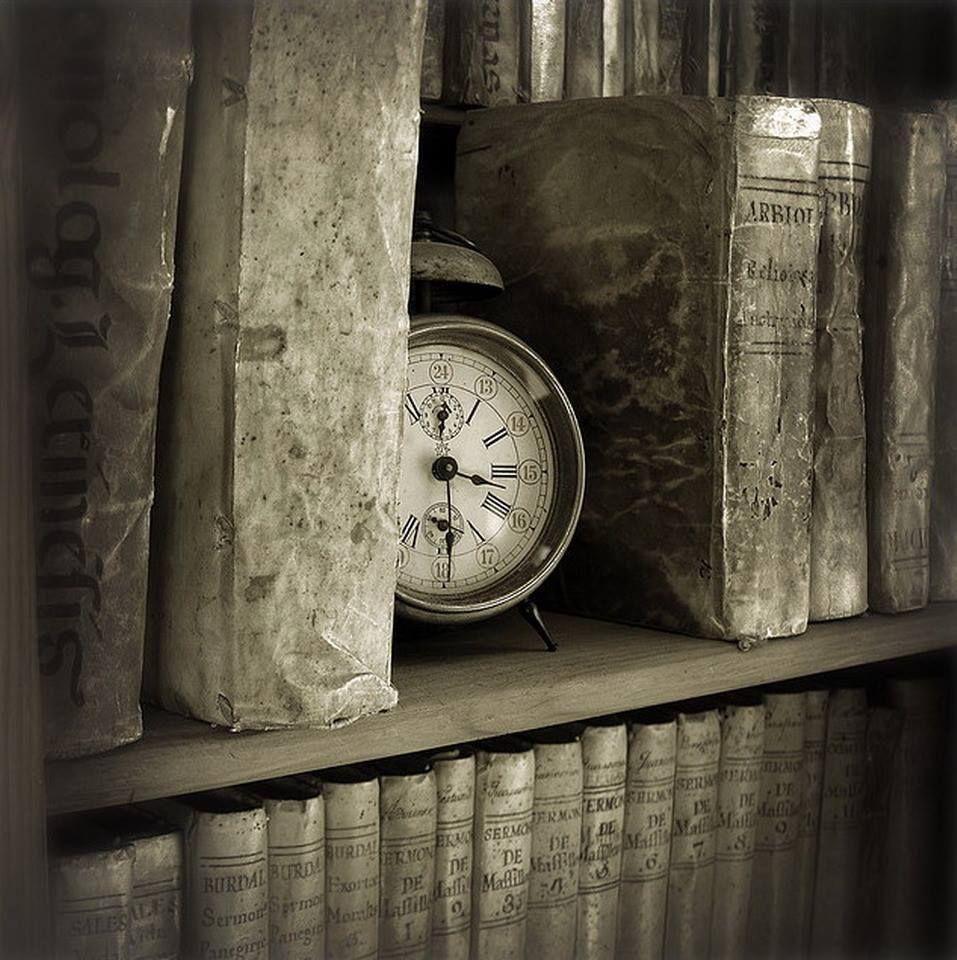 Cuatro Cosas Hay Que Nunca Vuelven Más Una Bala Disparada Una Palabra Hablada Un Tiempo Pasado Y Una Oca The Old Curiosity Shop Vintage Clock Antique Clocks