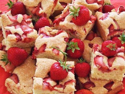 Prajitura Cu Capsuni Retete Culinare Laura Adamache Yummy Cakes Strawberry Cakes Recipes