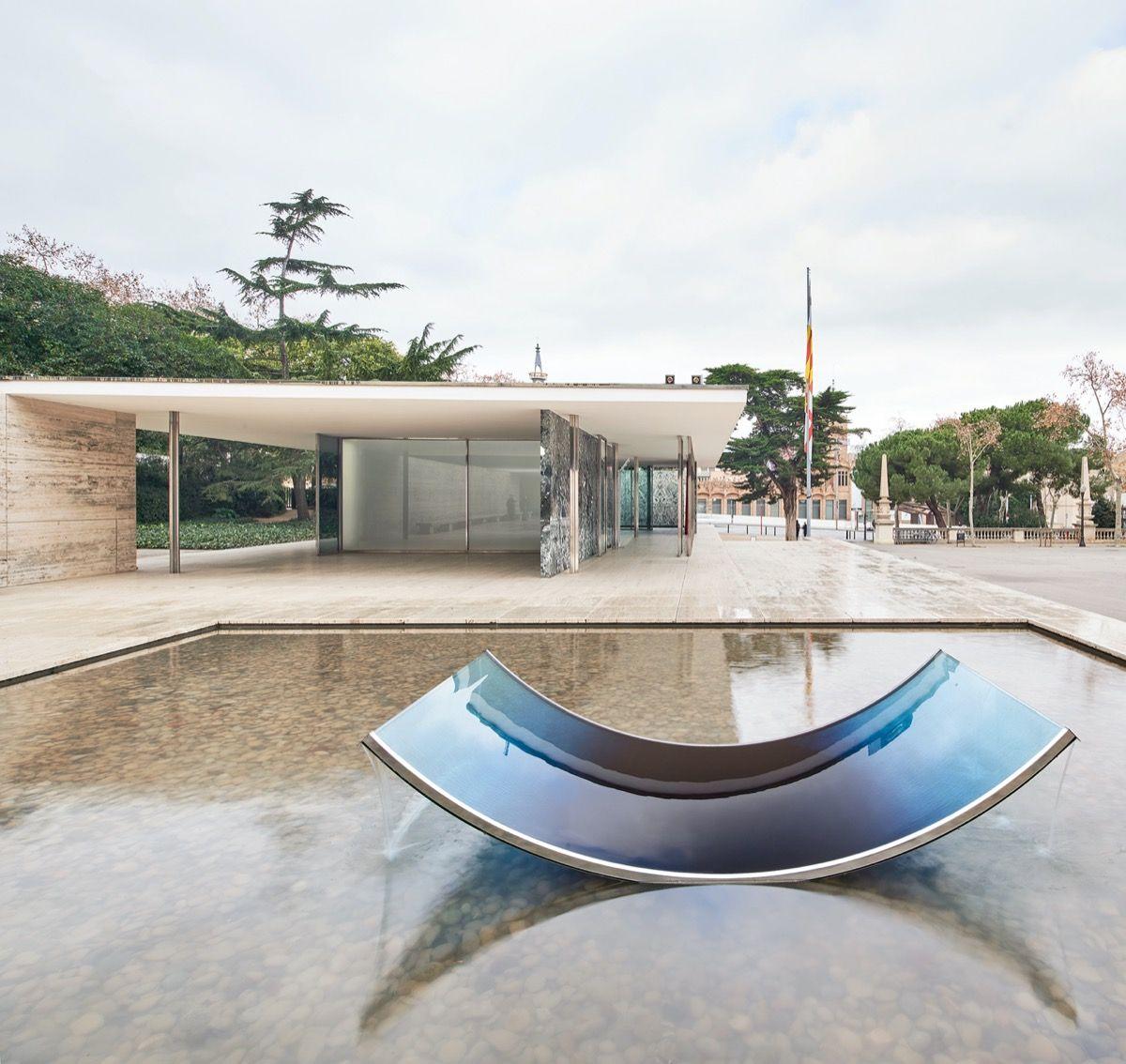 5 arredi di vetro alla Fondazione Mies van der Rohe