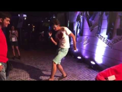 Sinner boy indulges in dancing moves at the SIN Wall of Fame! #Vh1Supersonic #Goa #SINatSupersonic