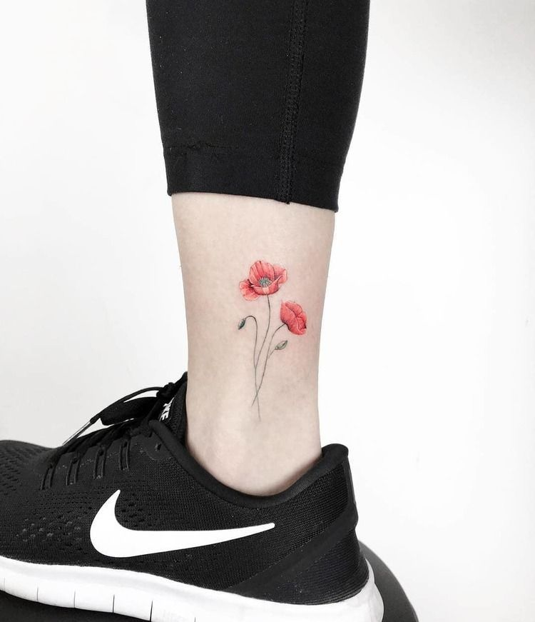 60 Mooie Poppy Tattoo Designs En Betekenissen In 2020 Small Tattoos Poppies Tattoo Foot Tattoos