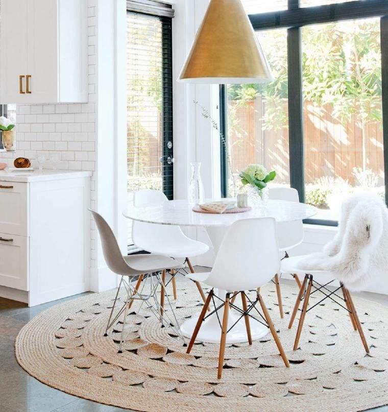 Chaise Scandinave Et Decoration De Salle A Manger Avec Table Ronde Modern Dining Room Dining Room Design Dining Room Inspiration