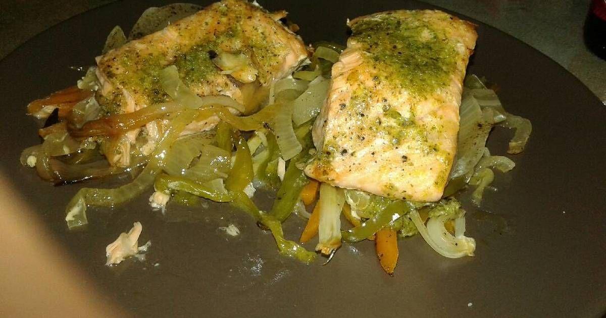 Fabulosa receta para Salmón con verduras. Salmón al horno preparado en papillote.  Muy fácil y muy jugoso.