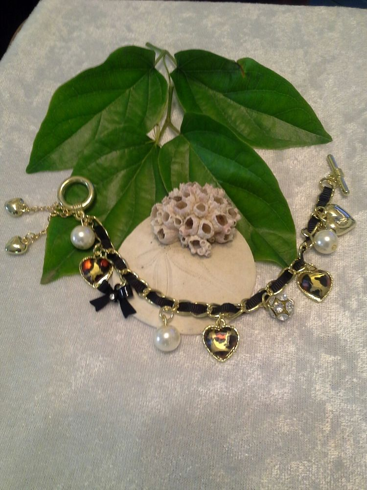 Fashion Romantic Bracelet with Leopard Heart, Pearls, Rhinestones, Heart Charms