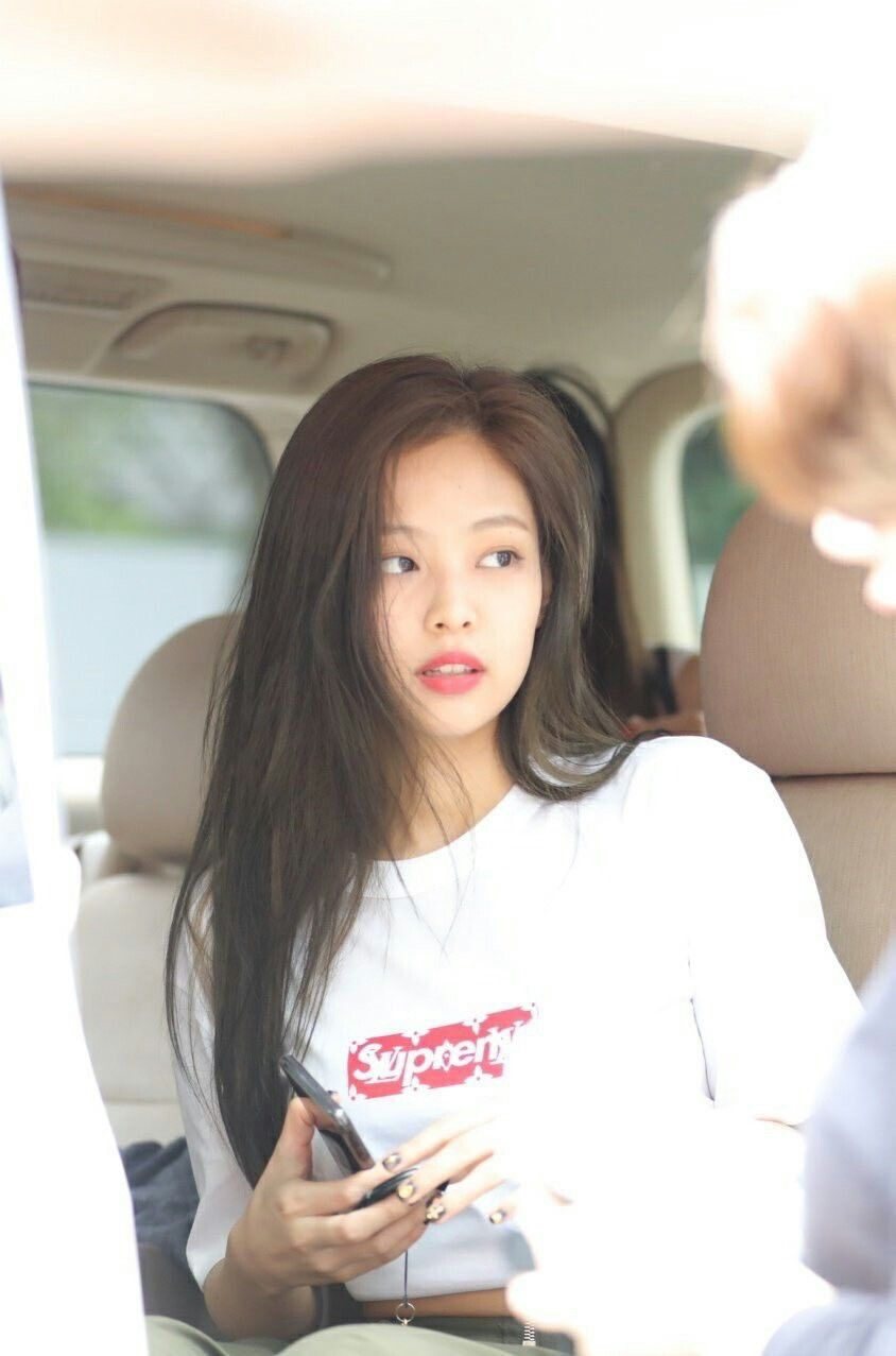 bb82112e67fd Iconic airport fashion belongs only to jennie | BLACKPINK DAILY in ...