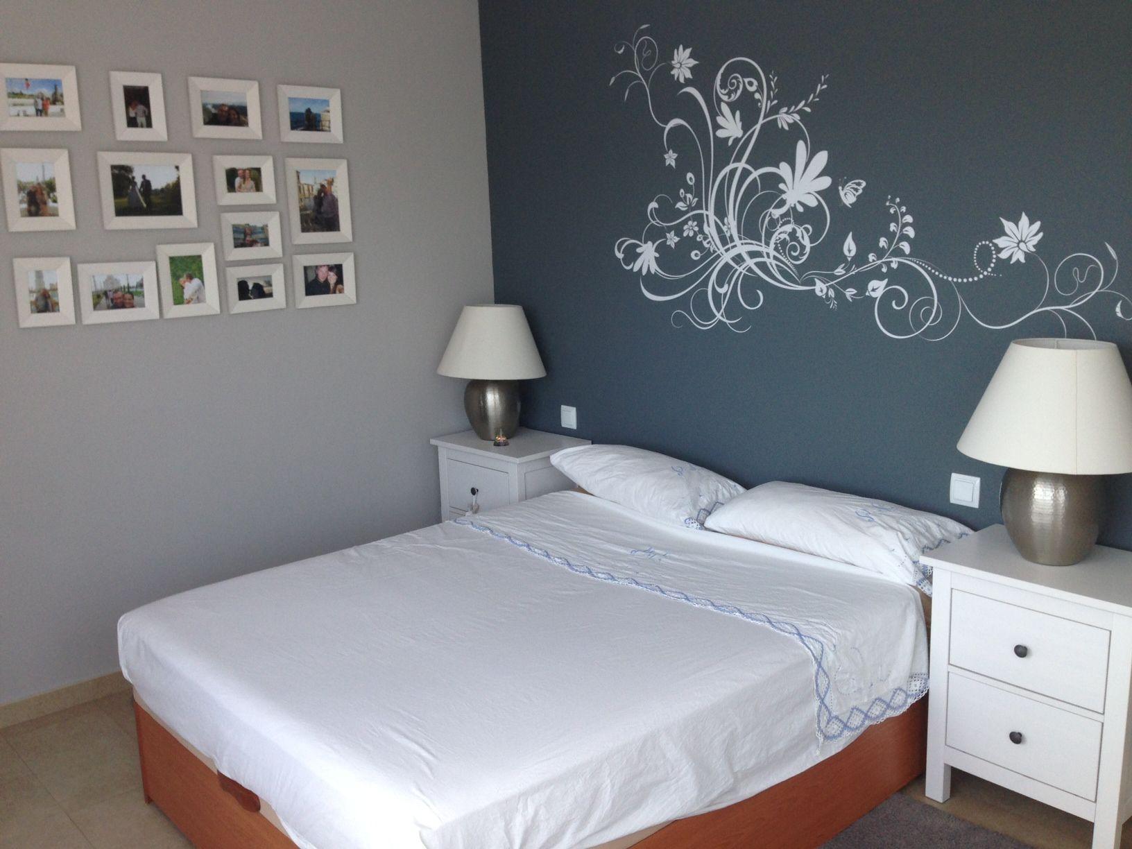 Habitaci n de matrimonio pintado con pentrilo y vinilo de for Vinilo para dormitorio adultos
