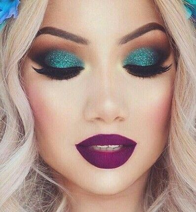 Maquillaje para un vestido azul turquesa