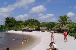 White Beach Suriname River Resort Het Ressort In Is Ideaal Voor Een Dagje Heerlijk Ontspannen Aan Water