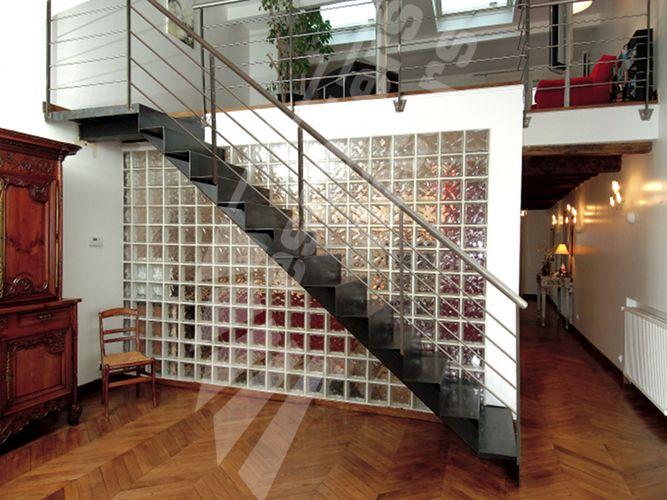 photo dt28 esca 39 droit sur limon central avec palier d 39 arriv e escalier d 39 int rieur. Black Bedroom Furniture Sets. Home Design Ideas