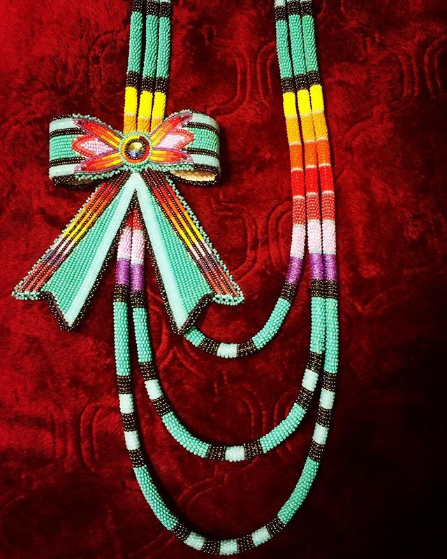 Bow 🎀 necklace. nativeamericanbeadwork necklace