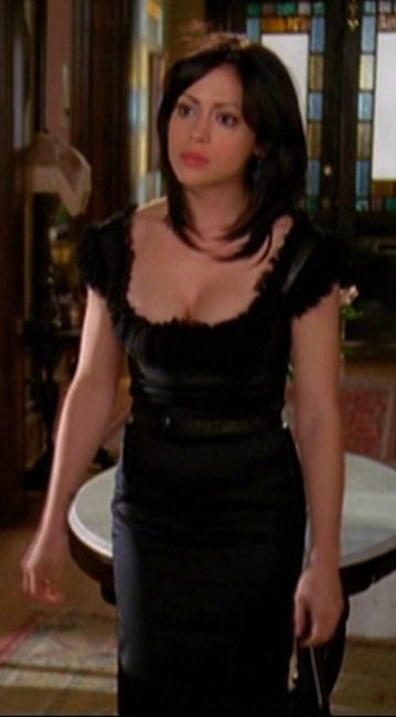 Phoebe Halliwell Fashion From Tv Show Charmed Alyssa Milano