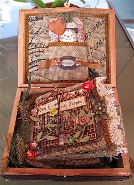 Awesome Burlap Bag Mini and altered cigar box! Amazing creation by @Martica Gonzalez with the Olde Curiosity Shoppe collection! #graphic45 #mini