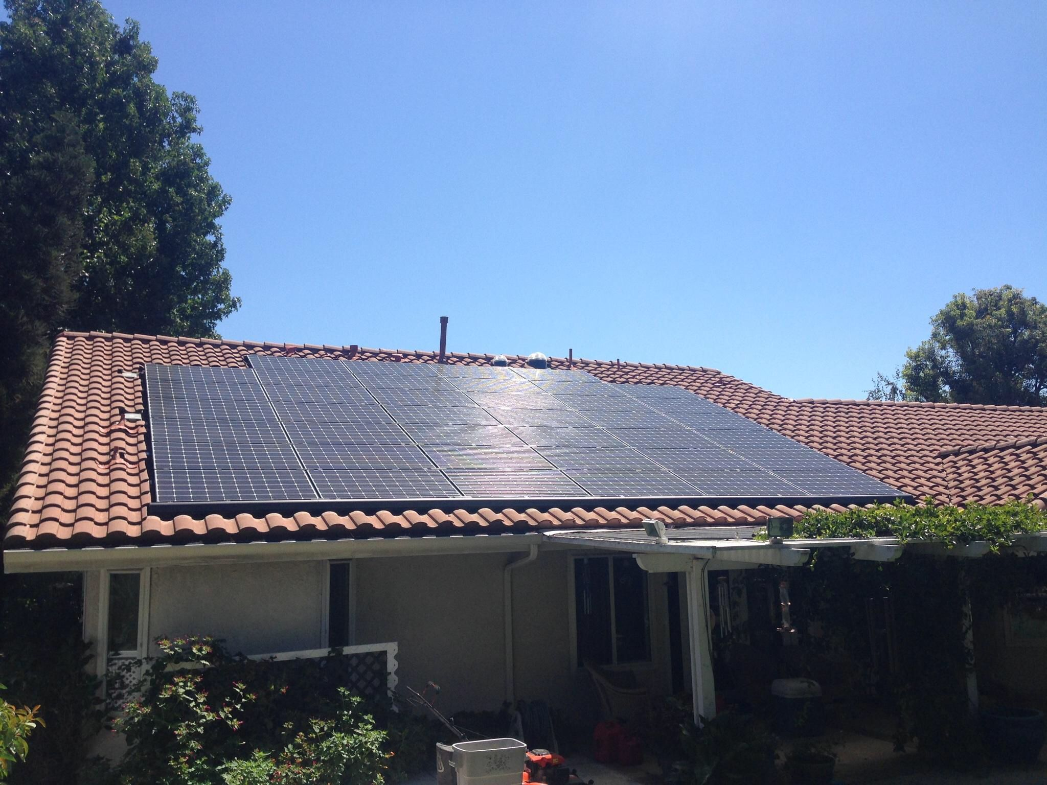 LG 40 panel solar system by Tu0026G Roofing Company of Upland. .tgroofing. & LG 40 panel solar system by Tu0026G Roofing Company of Upland. www ... memphite.com