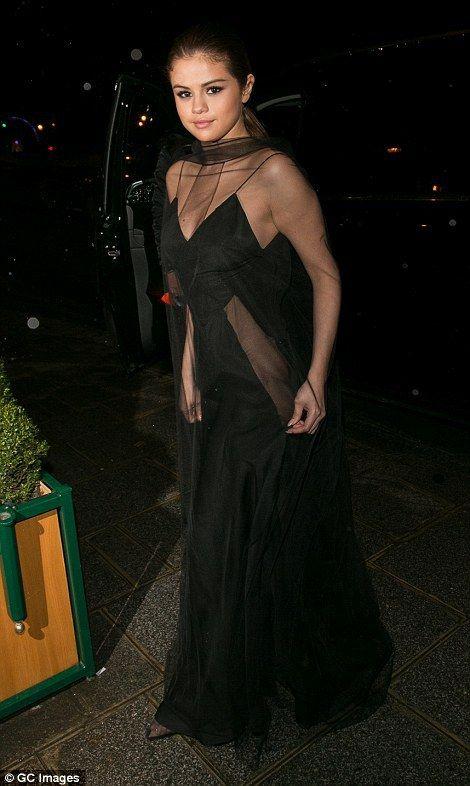 vestido negro selena