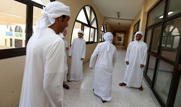 95 نسبة حضور طلبة أبوظبي ودبي في اليوم الدراسي الأول استقبلت مدارس حكومية وخاصة الطلاب والطالبات إيذانا ببدء الفصل الدراسي الثالث Lab Coat