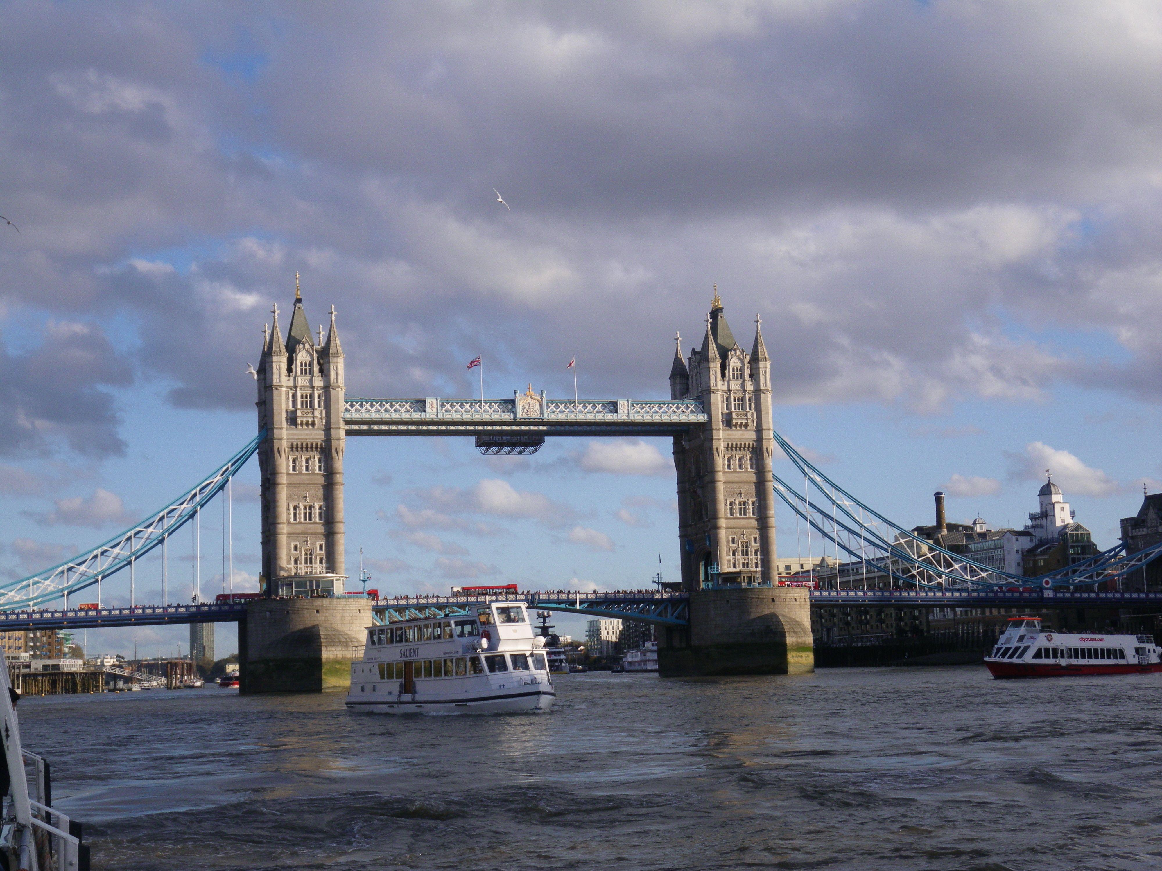 Sunny spell on London Bridge