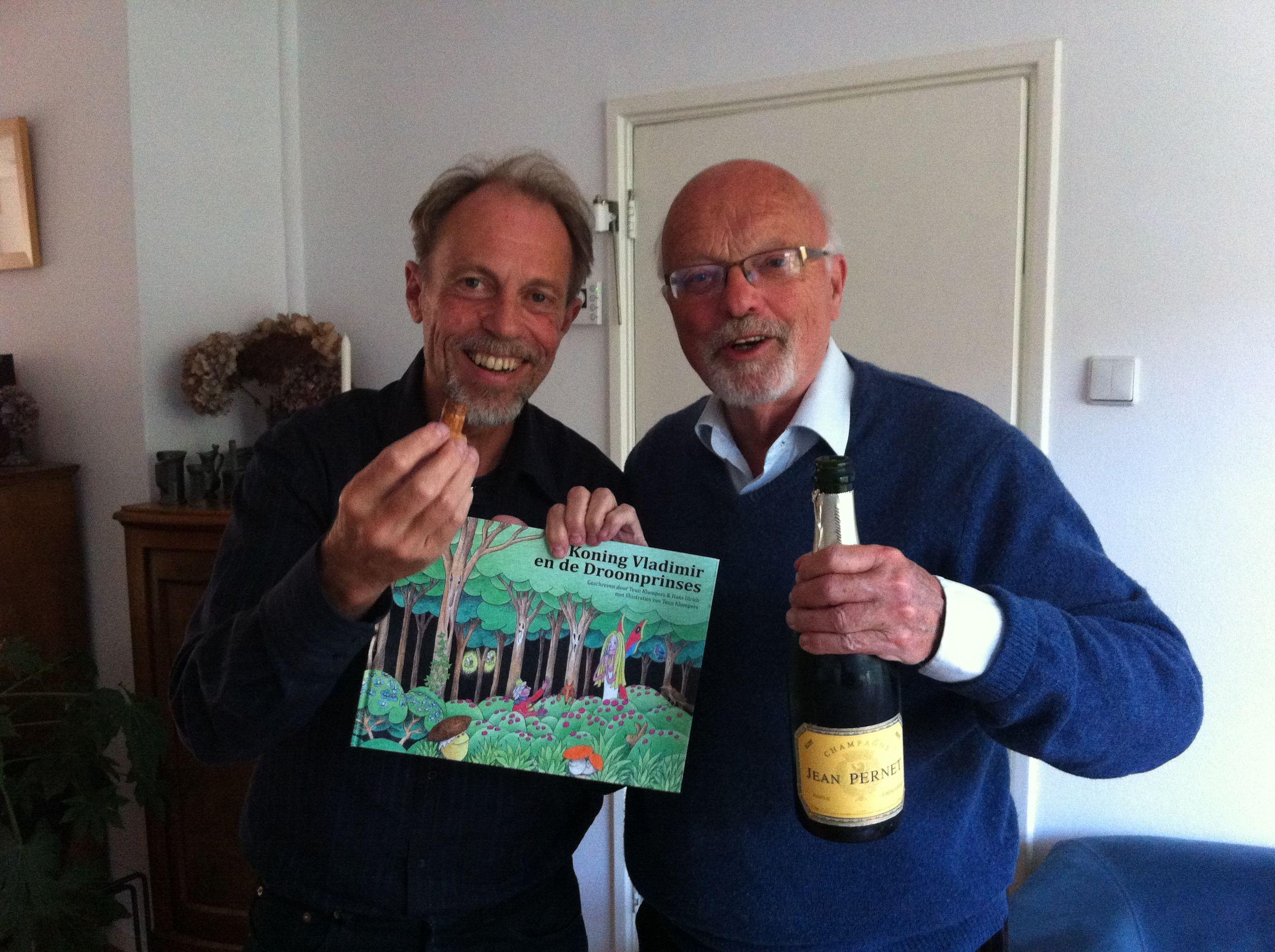 #HansUlrich en #TeunKlumpers, de auteurs met het eerste exemplaar van #KoningVladimir!