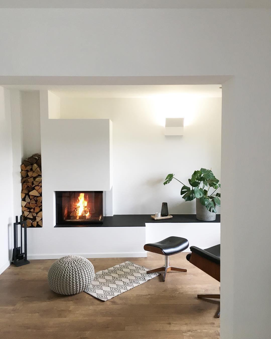 Großartig Knisterndes Feuer, Warme Flammen Und Lodernde Gemütlichkeit U2013 Ein Kamin Im  Wohnzimmer Ist Gerade Im