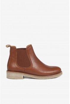244197a6686 Boots semelles crêpe noisette. Boots semelles crêpe noisette Chaussures D  automne
