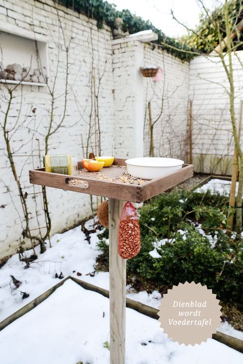 From Tray to Bird Feeding Table - www.yvestown.com