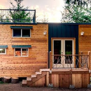 The Honeymoon Suite A 264 Sq Ft Tiny House On Wheels By Slabtown