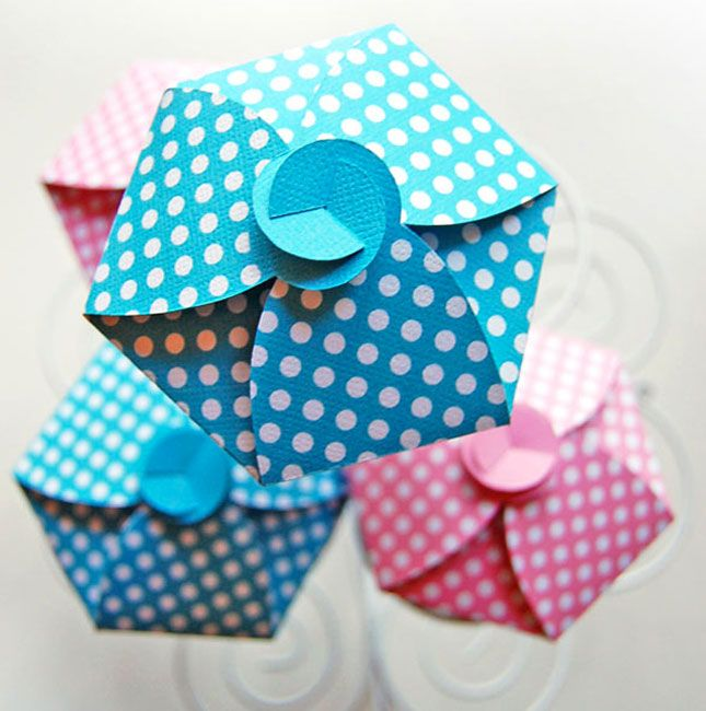 Polka Dot Cupcake Box   18 Ways to Package Your Cupcakes