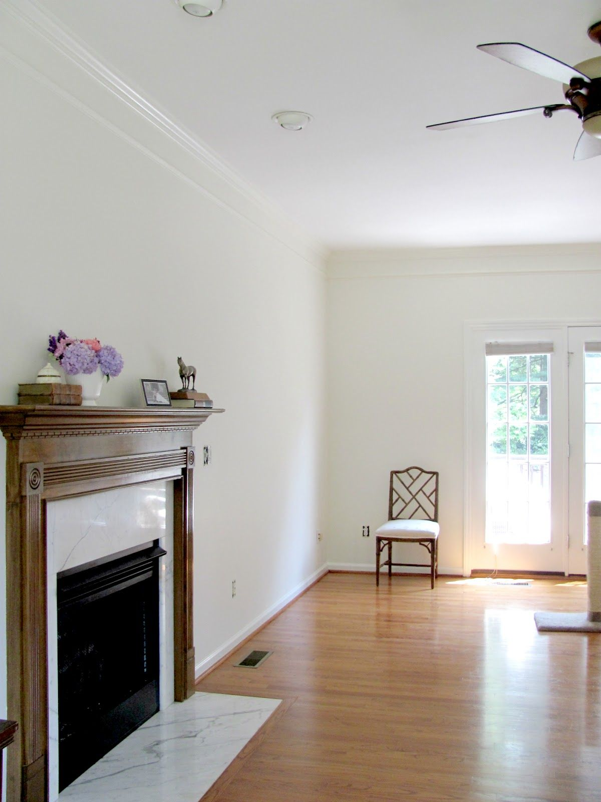 Walls benjamin moore acadia white oc 38 in eggshell crown for Sherwin williams ceiling paint colors
