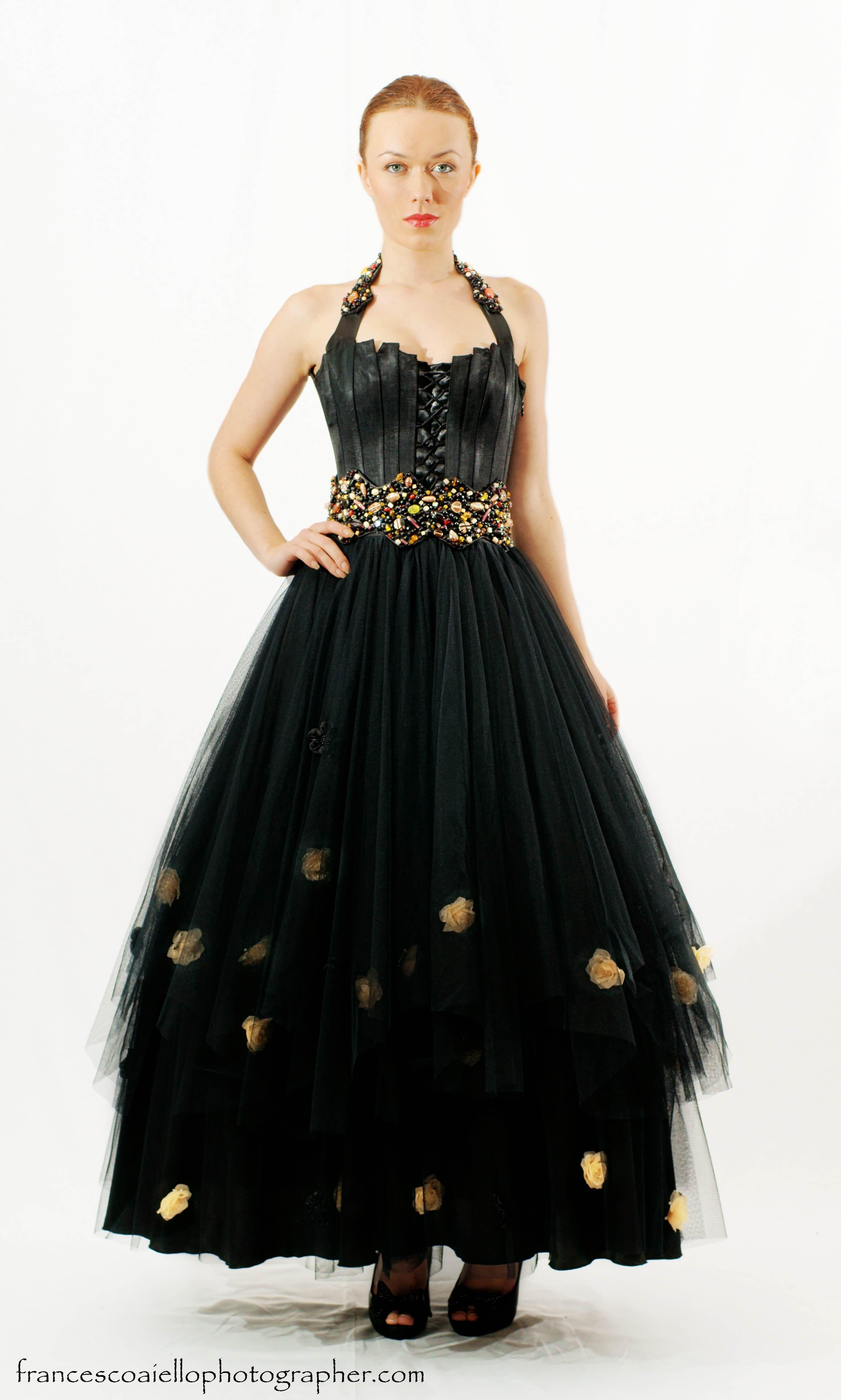 7d3057347 Conjunto de falda larga de tul y corsé de raso negro | Alta costura ...