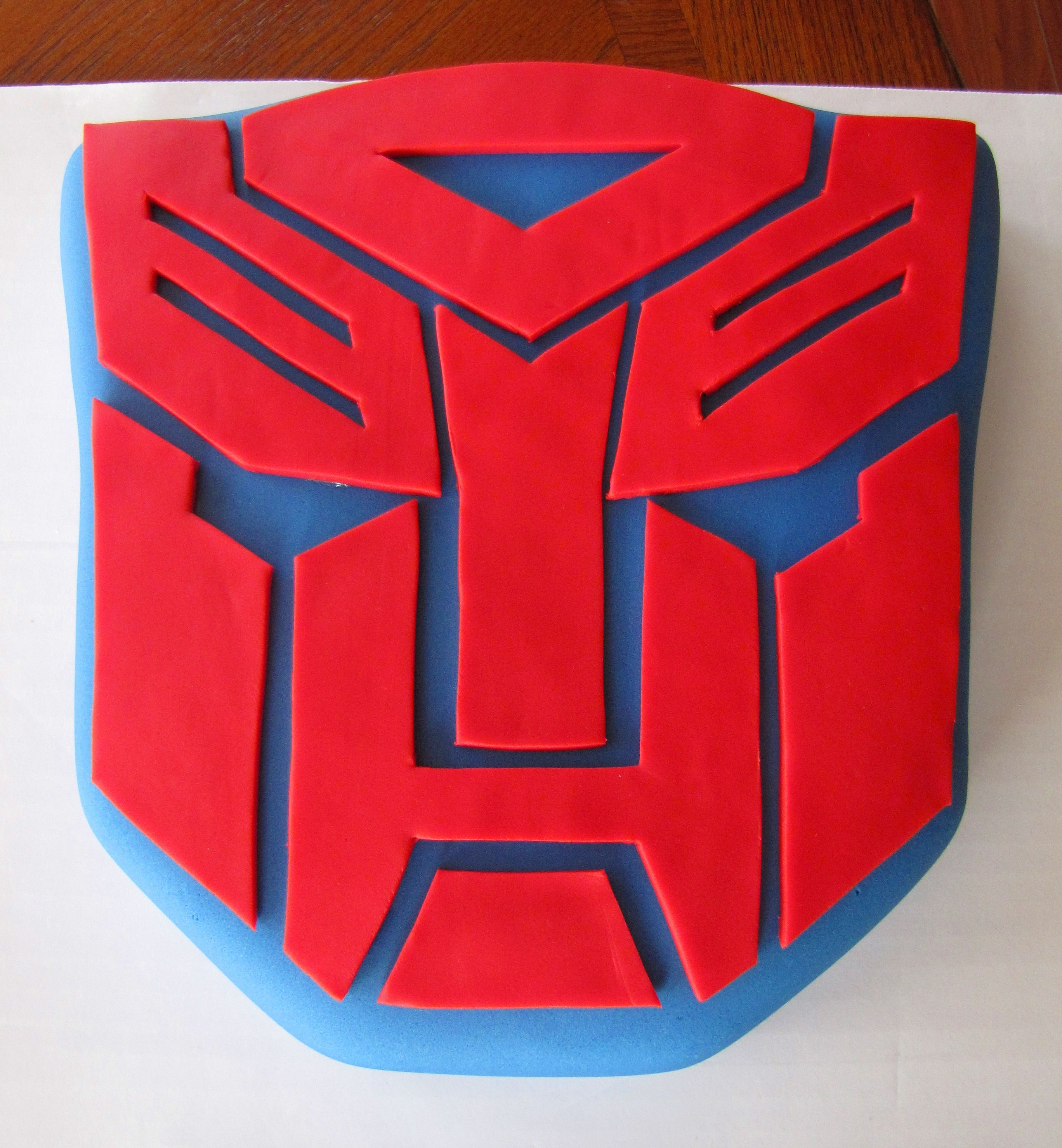 Transformer Cake - is this an Autobot or Decepitcon?