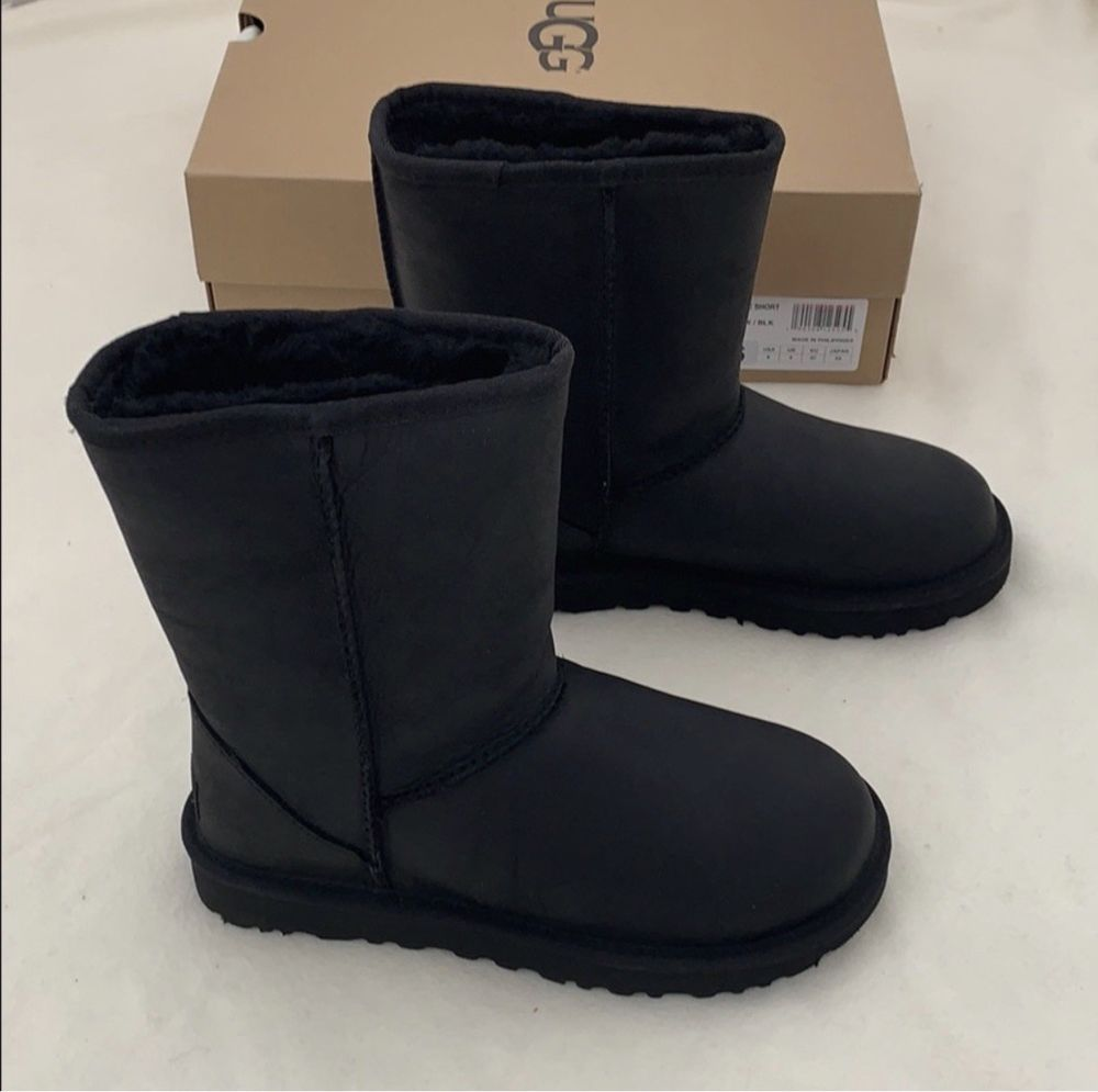 66d9f4259ea 100% Authentic UGG Classic Short Leather Black Winter Boots Size ...