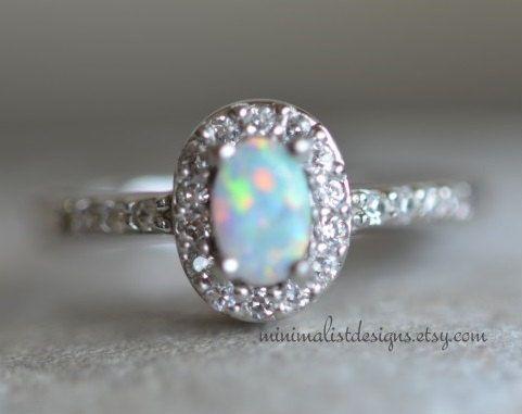 Sterling Silver Engagement RingOpal Gemstone door MinimalistDesigns