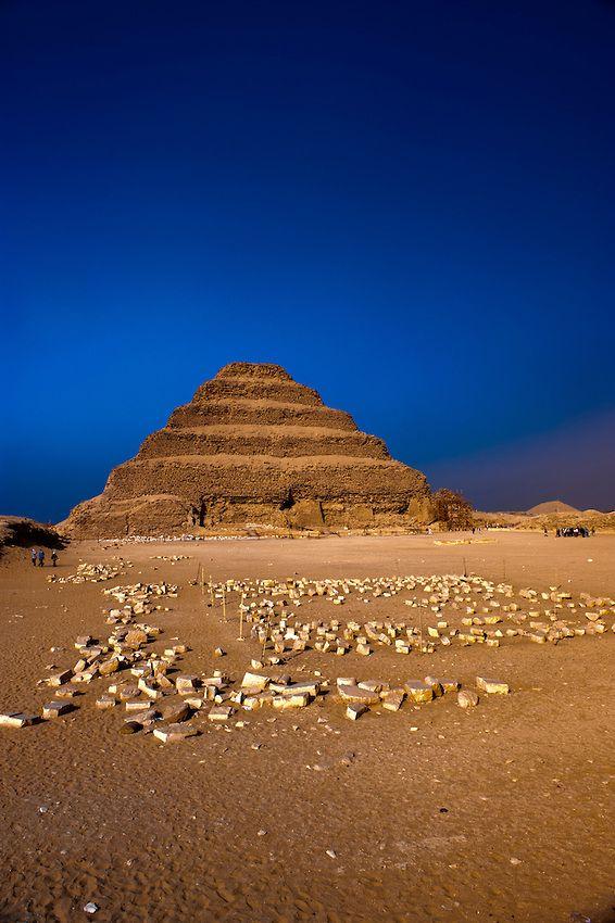 pirámide escalonada de zoser (iii dinastía), realizada por imhotep