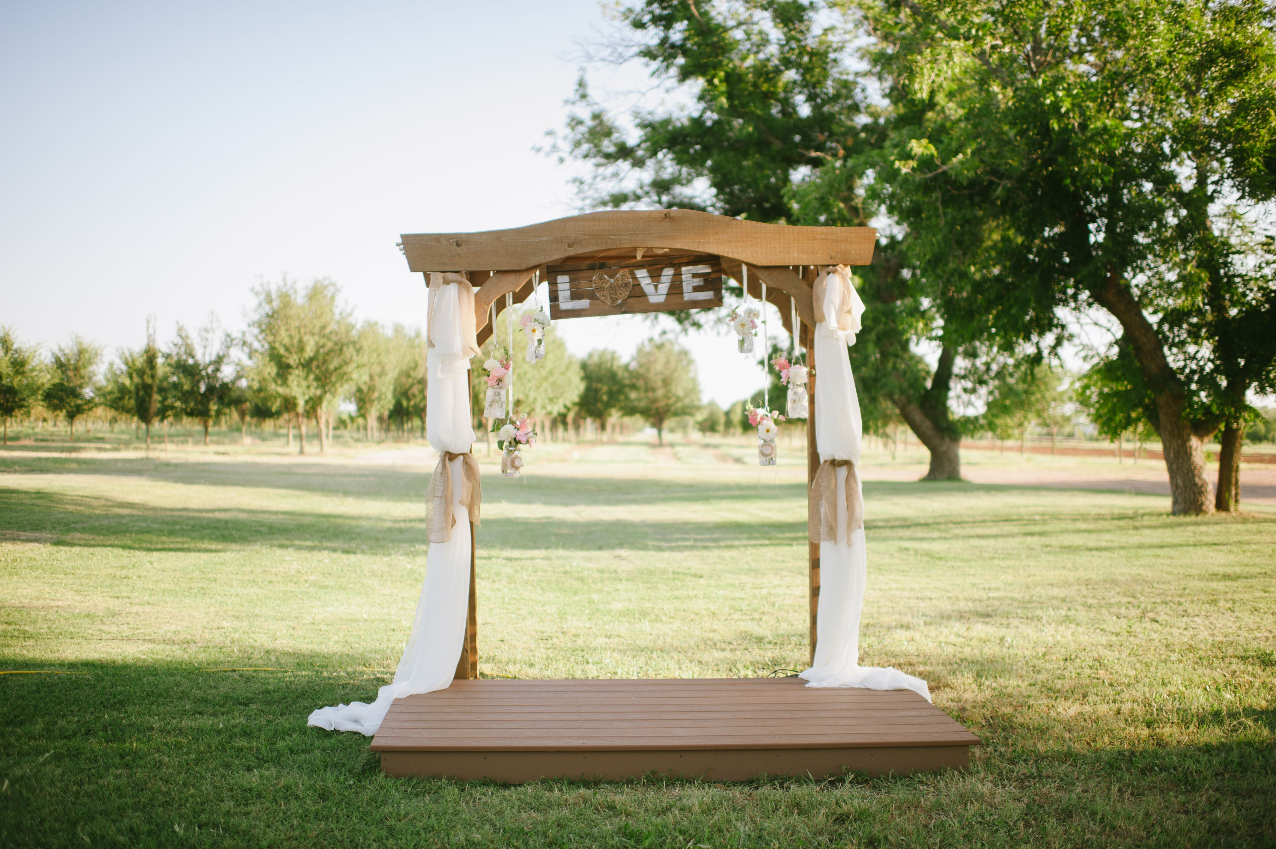 Cobb country wedding alter decorated by chrissi and emily cobb
