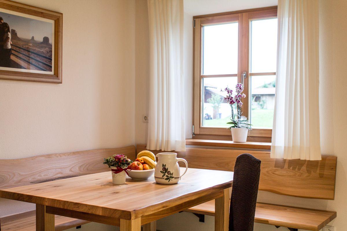 Immobilien Ab 1 Mio Euro U2013 Sitzecke Und Eckbank Aus Ulmenholz · Bauernhaus  EsszimmerKüchen VorratskammernRustikale MöbelAusziehenDeko ...
