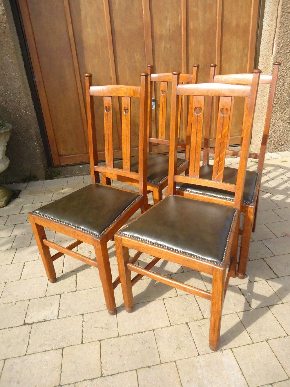 Set Of Four Oak Arts Crafts Dining Chairs Antiques Atlas Dining Chairs Arts And Crafts Furniture Antique Dining Chairs
