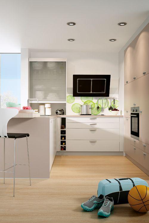 Schick im apartment macht sich eine offene küche mit jalousienschrank so verschwindet das chaos mit