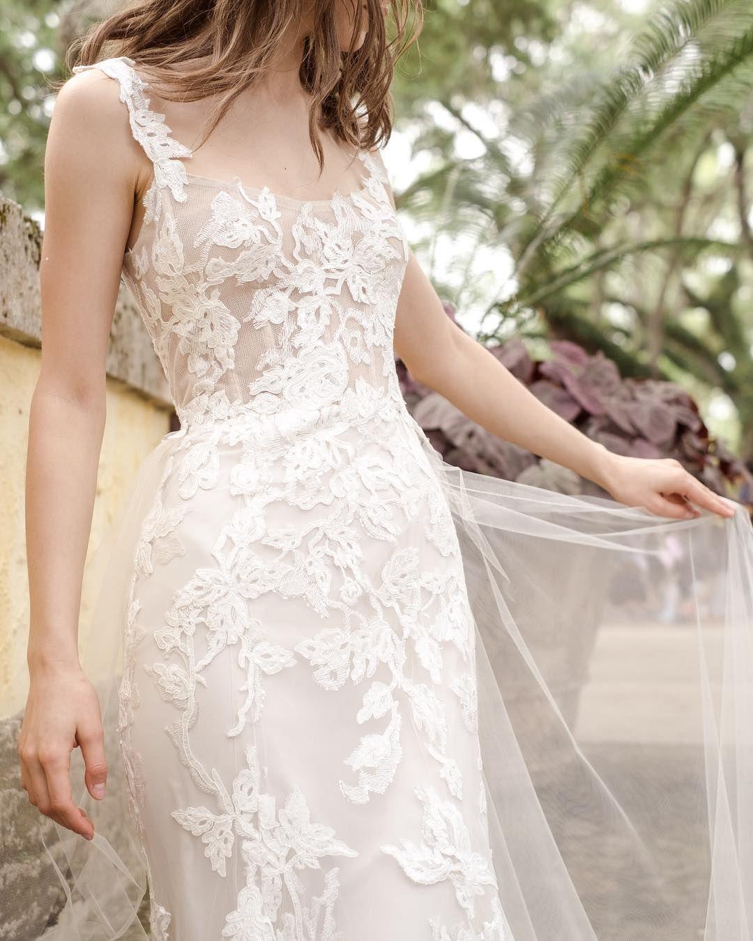 Monique Lhuillier Bride On Instagram Only A Few Appointments Left Last Chance To Shop Th Bohemian Wedding Dresses Summer Wedding Gowns Retro Wedding Dresses [ 1350 x 1080 Pixel ]