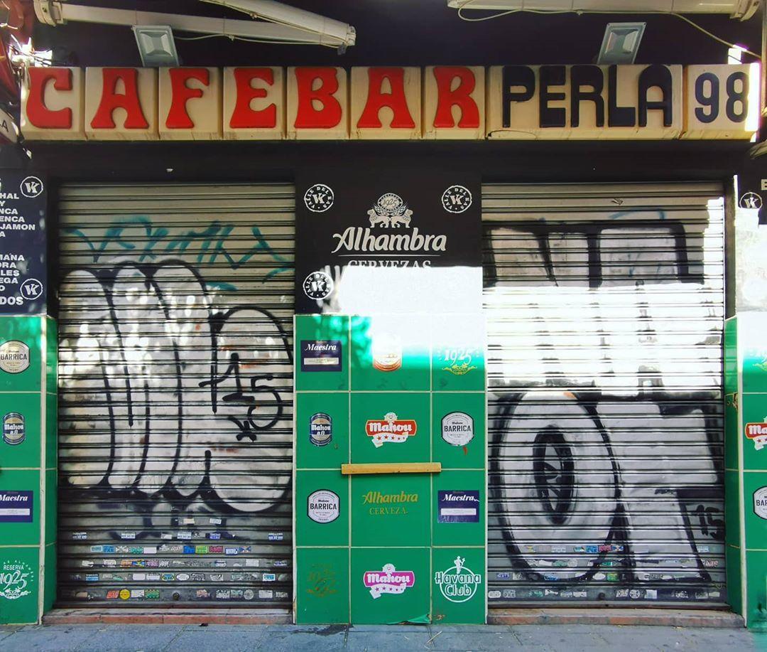 "Contrato Él mismo Violín  retreros on Instagram: ""Café Bar La Perla, avda Monte Igueldo #madrid # vallecas #patrimoniografico #ITCZipper #jim… | Broadway shows, Alhambra,  Broadway show signs"